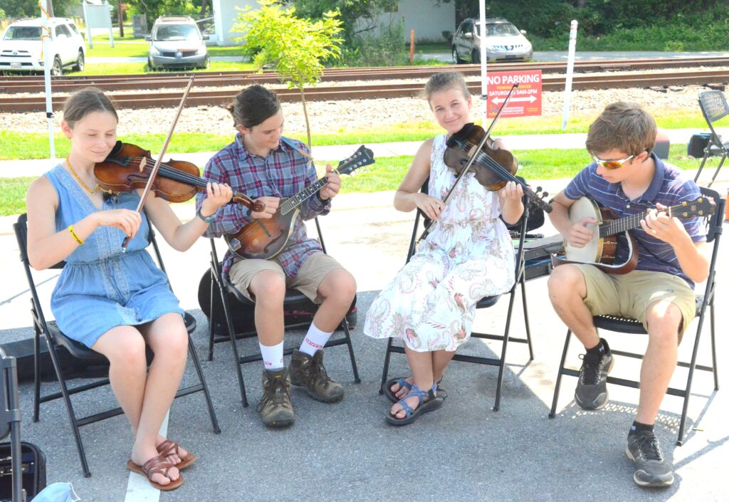 Fiddlin' Ryn & Friends played old-time music at the market by the depot Saturday. Photo by Pete Zamplas.